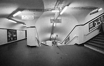 Paris 1988 - Getting around Paris: people, shopwindows, metrò, Centre Beaubourg.