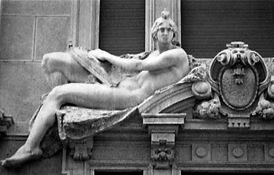 Milano 1989 - In giro per Milano: scorci, sculture, decorazioni architettoniche.